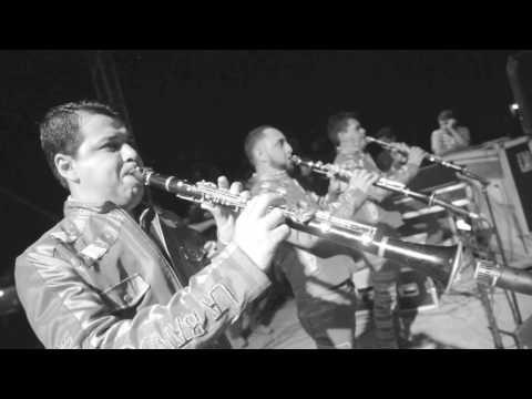 Banda Rancho Viejo - Y Como Es El (Official Video)