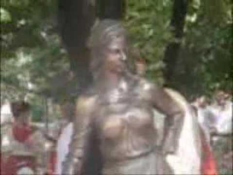 Памятники женщине в Ростове на Дону Дороги мира