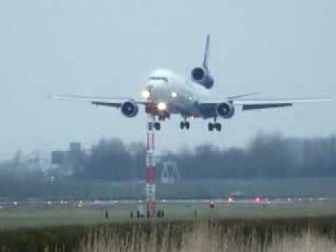 Air cargo landing - www.forwardersearch.com