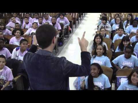 Phillip Phillips & PS22 Chorus