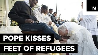 Pope Kisses Feet of Muslim Refugees, Says, 'We Are Brothers'