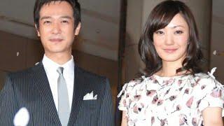 俳優・堺雅人(44)の妻で女優の菅野美穂(40)が19日、所属事務所の公式サイトを通じて第2子妊娠を正式に発表するとともに「主人、息子、お腹...