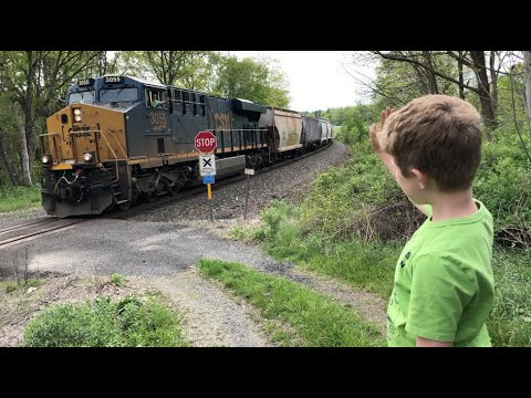 TRAIN TRACKERS #8 - CSX FREIGHT TRAINS