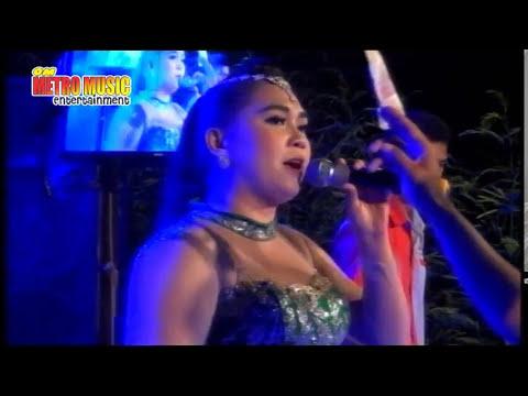 Mawar di Tangan Melati di Pelukan (Voc. Mutiara) Live OM Metro Music