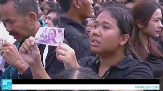 تايلاند تبكي الملك