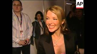 Video Kylie Minogue asks a journalist to back off download MP3, 3GP, MP4, WEBM, AVI, FLV Juli 2018