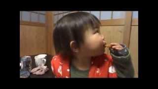 鈴木穂乃香さんです。1歳5ヶ月の時に撮影したものです。 初めてのお菓子...