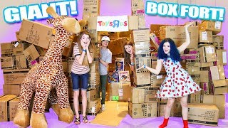 GIANT Toys R Us Box Fort with ThatYoutub3Family! DIY #BoxFort #Clamour2018