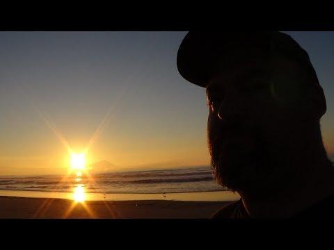 caminando con  Moito Creative en la playa de Ensenada Baja California México