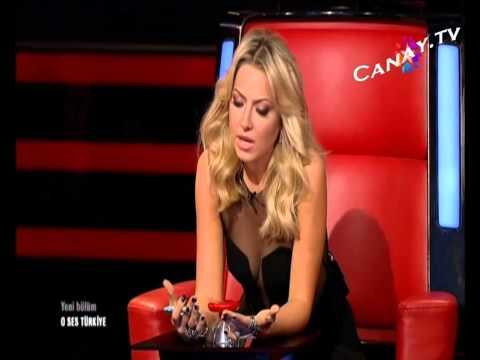 Hadise Mini Etek Bacak Show O ses Türkiye Frikik Video FRİKİK WORLD
