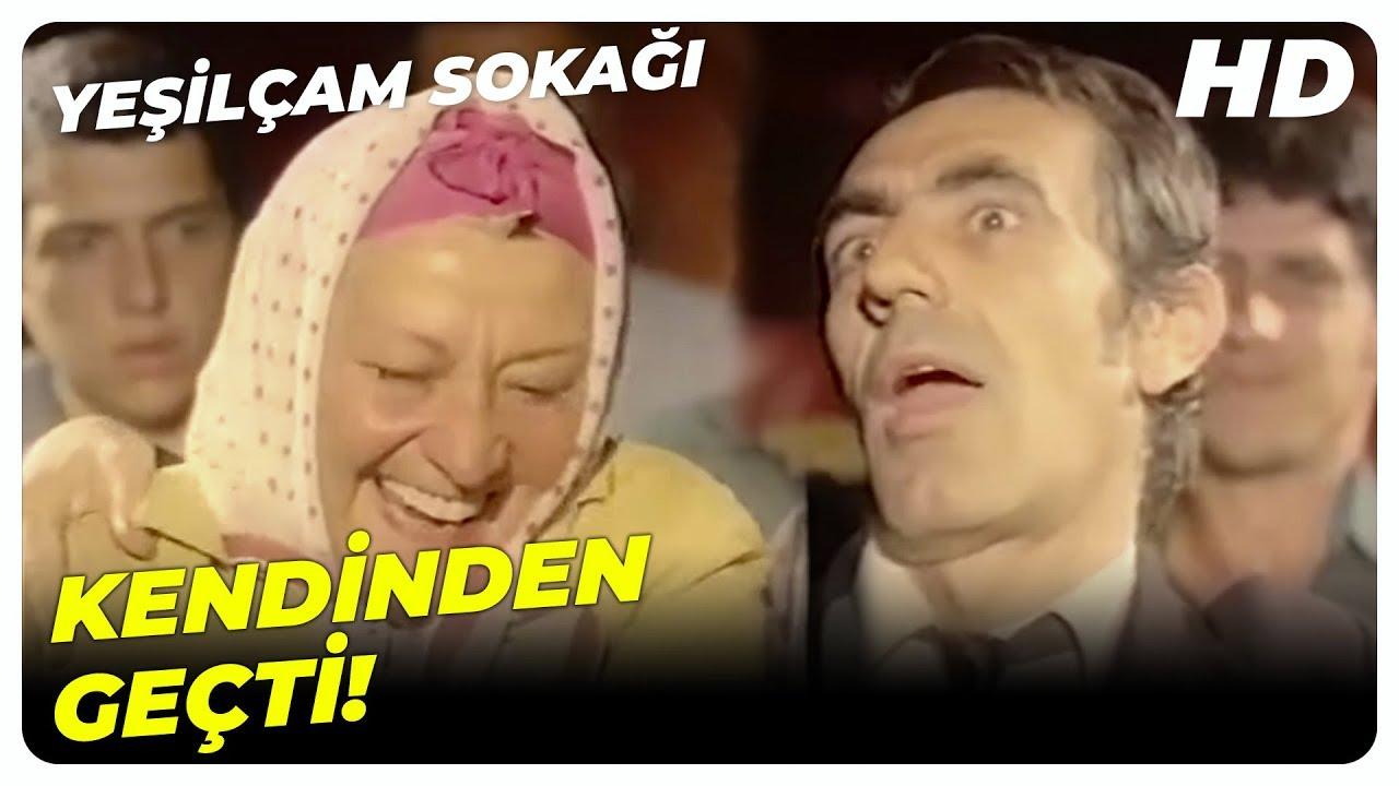 Yeşilçam Sokağı - Kazım, Kaynanasını Açık Seçik Filme Götürüyor! | Aydemir Akbaş Türk Komedi Filmi