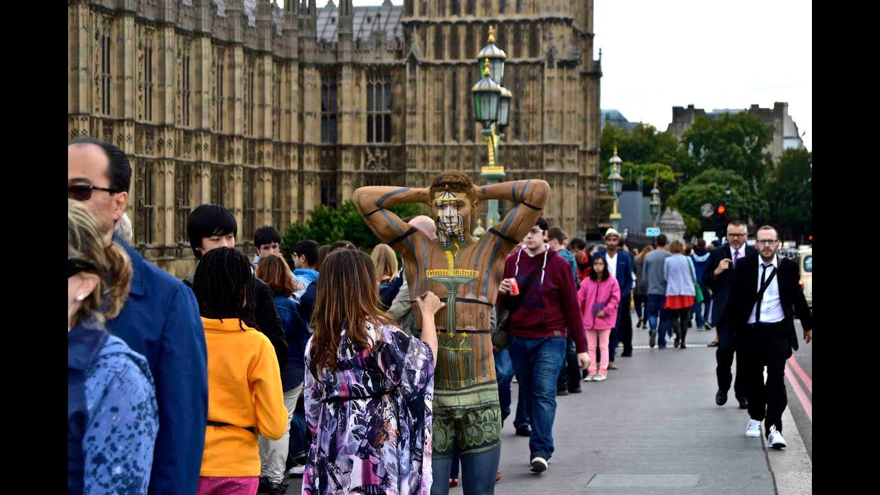 Body Paint Artist Trina Merry Creates Camouflage In London UK - Trina merry creates amazing body art illusions ever seen