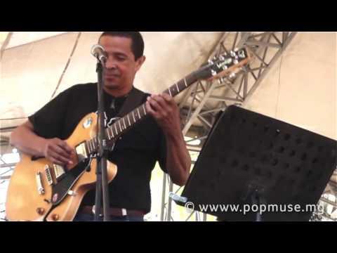 Bozy by Rakema Blues Band  Madajazzcar, Rakema, Benkheli Ratri et Tino Ramaroson