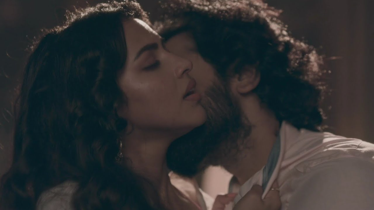 Download Amala Paul Smooch and Hot Bed Scene 🔥