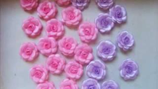 Flores de fita, tecido e pedrarias para aplicações