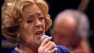 Amor Electro feat Simone de Oliveira | Rosa Sangue [Live Video]