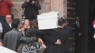Aplausos para Gabriel y gritos de ánimo para sus padres en el funeral del pequeño