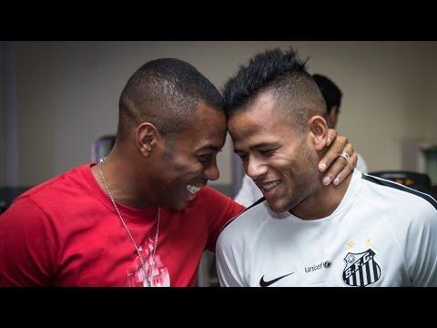 Robinho se despede do elenco do Santos FC