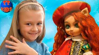 Ярослава в Музеи Игрушек! Куклы из Сказок Видео для детей