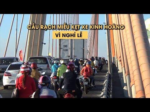 Cầu Rạch Miễu kẹt xe kinh hoàng vì dân đổ về quê nghỉ lễ
