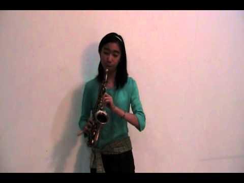 (Maudy Ayunda) Perahu Kertas cipt.Dewi Lestari - cover by Stella R (saxophone)