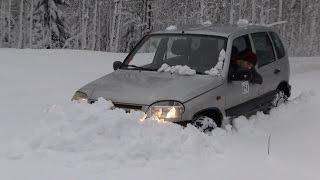 Шевроле Нива в глубоком снегу(Страничка машины на драйве: https://www.drive2.ru/r/chevrolet/302447/, 2015-02-14T14:38:28.000Z)