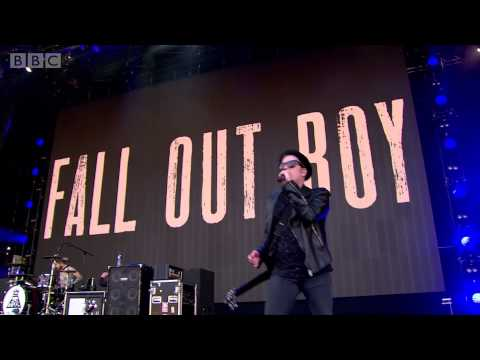 Fall Out Boy - My Songs Know What You Did In The Dark (Light Em Up) (Radio 1's Big Weekend 2015)