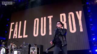 Fall Out Boy - My Songs Know What You Did In The Dark (Light Em Up) (Radio 1
