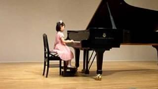 初めてのピアノ発表会です。