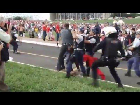 Protesto VERMELHO em Brasília contra o Projeto de lei 4330/04 que foi aprovado