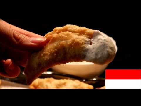 "Indonesia's Traditional Snack: ""Pastel Goreng"" 