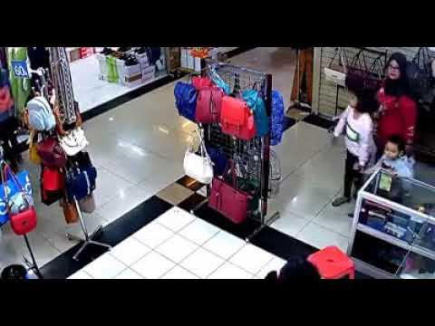 Pencurian tas dicimahi mall terekam cctv