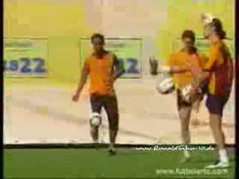 Ronaldinho training freestyle