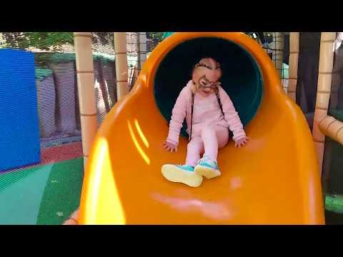 АЛИСА на КЛАССНОЙ детской площадке для детей СЕТОЧНЫЙ ГОРОДОК ! - Видео онлайн