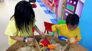 Theo chân Gia Đình Lý Hải Minh Hà đi đọc sách và khu vui chơi