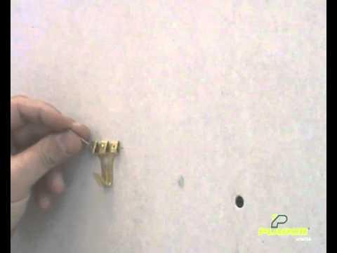 Taco para colgar cuadros en pladur youtube for Perchas para puertas sin agujeros