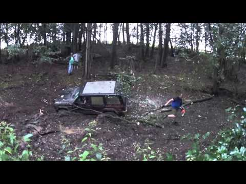 Kopie von Jeep Cherokee stuck in mud extrem saves himself part 6//44 weiher kreis