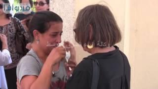 بالفيديو:  لحظات الحزن والأسى على وجوه عائلة الراحل محمد خان