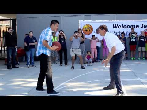 Jeremy Lin breaks in new basketball court