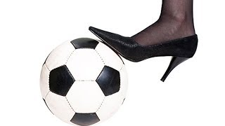 PHD | Thử Đi Guốc Đá Bóng | Football With High Heels