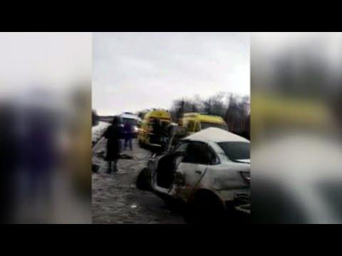 В Пермском крае произошло крупное ДТП с участием автобуса со школьниками, грузовика и фуры.