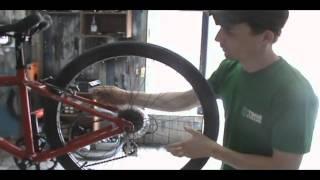 видео как выровнять заднее колесо велосипеда