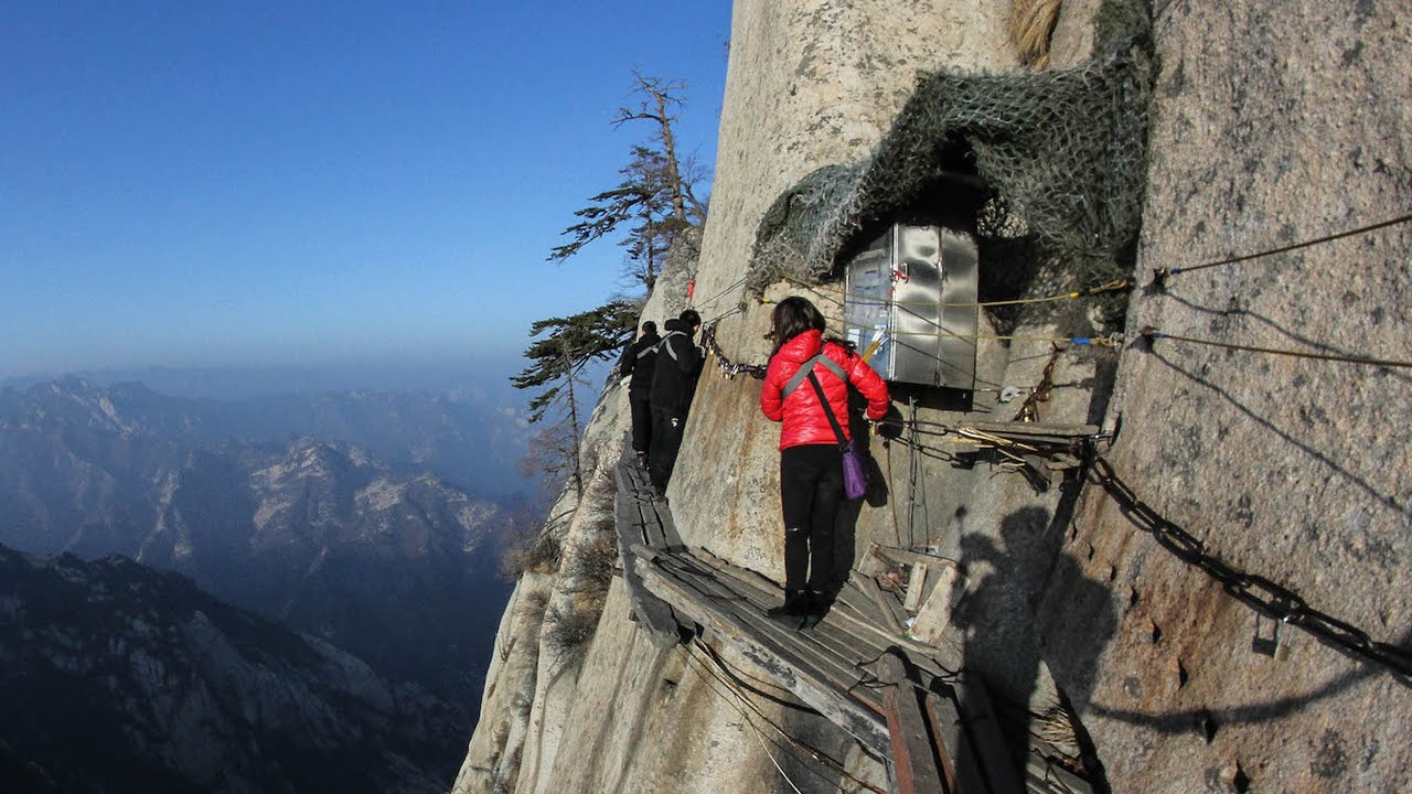 top 10 most dangerous hiking trails in the world. Black Bedroom Furniture Sets. Home Design Ideas
