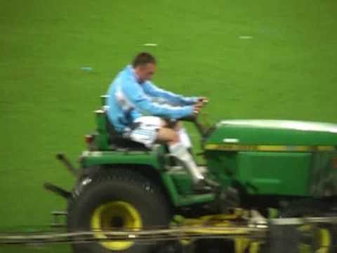 Ribery dit aurevoir au stade velodrome sur un tracteur