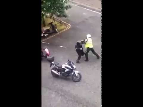 Pizza Hut Delivery Man In Street Fight With Another Biker In