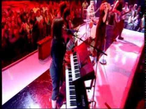 Goldfrapp - Ooh La La  (lip sync performance at top of the pops)