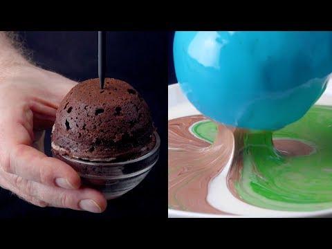 Mete el pincho bien hondo en la bola de pastel. Lo que pasa después eclipsará tus sentidos