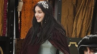 """Video Adelaide Kane Says Mary Queen of Scots """"Very Gossip Girl"""" in Reign 