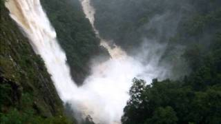 Ellenborough Falls in flood Carpark lookout