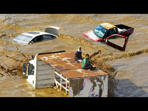 People trapped! Disaster Flash Floods in Mecca, Saudi Arabia terrible storm 2021